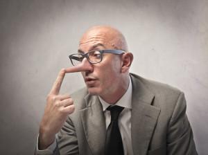 W jaki sposób można wykryć kłamstwo? Przedstawiamy wszystkie znane historii sposoby